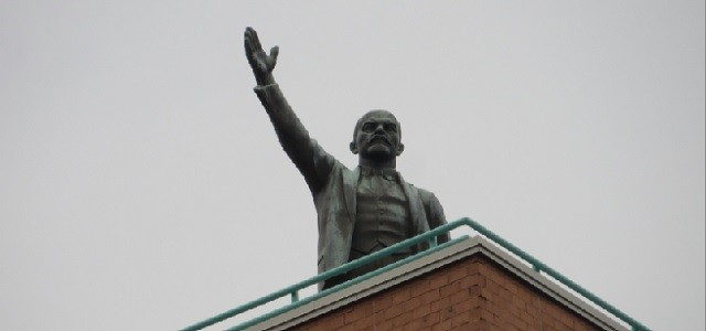 Who would ever think that standing on top of a luxury apartment building in the Lower East Side would be a statue of communist leader Vladimir Lenin? The 18 foot […]